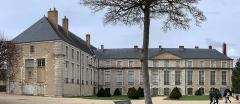 Ancien évêché et ses jardins, actuellement Musée des Beaux-Arts - Français:   Ancien évêché de Chartres.