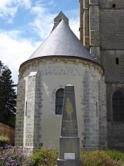 Eglise Saint-Pierre - Français:   Monument aux morts et chevet de l'église Saint-Pierre, Cormainville, Eure-et-Loir, France.