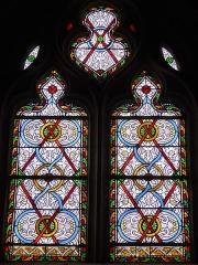 Eglise Saint-Denis - Français:   Vitrail à motifs géométriques, sans inscription, église Saint-Denis de Prunay-le-Gillon, Eure-et-Loir, France.