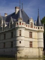 Eglise Saint-Symphorien - Français:   Château d'Azay-le-Rideau (Indre-et-Loire, France), façade orientale