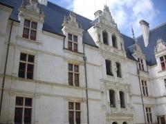 Eglise Saint-Symphorien - Français:   Château d'Azay-le-Rideau (Indre-et-Loire, France), façade septentrionale