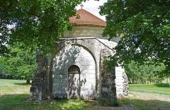 Ancienne chartreuse du Liget - Français:   Chapelle Saint-Jean-du-Liget de Sennevières. La chapelle dépendait de la Chartreuse du Liget sur le territoire de Chemillé-sur-Indrois, mais est située sur la commune de Sennevières. Elle présente, à l'intérieur, des fresques de la fin du XIIe (la chapelle est fermée).