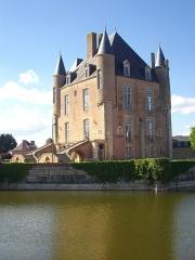 Ancien château - Français:   Donjon de Bellegarde (Loiret, France), vu du sud-est