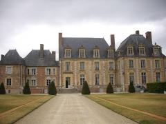 Château de la Ferté - Français:   Château de La Ferté-Saint-Aubin (Loiret, France): façade méridionale du corps de logis