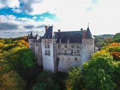 Domaine de Saint-Brisson - Français:   Vue aérienne de la façade Nord du château avant sa restauration.