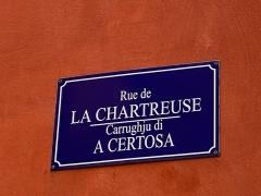 Citadelle et palais du Gouverneur, partiellement aménagé en Musée d'Ethnographie - Français:   Noms corses et noms français de la rue de la Chartreuse, carrughju di a Certosa, à la citadelle de bastia
