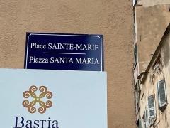 Citadelle et palais du Gouverneur, partiellement aménagé en Musée d'Ethnographie - Français:   Nom corse et nom français de la place Sainte-Marie, Piazza Santa Maria, à la citadelle de Bastia