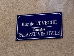 Citadelle et palais du Gouverneur, partiellement aménagé en Musée d'Ethnographie - Français:   Nom corse et nom français de la rue de L'Evêché, Carrughju Viscuvile, à la citadelle de Bastia