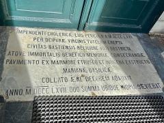Eglise Sainte-Marie, ancienne cathédrale - Français:   Dalle de marbre à l'entrée de la cathédrale Sainte-Marie de Bastia