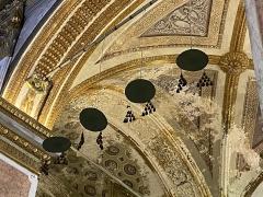 Eglise Sainte-Marie, ancienne cathédrale - Français:   Les chapeaux des évêques de la cathédrale sainte-Marie de Bastia, rappelant les sept évêques ensevelis dans l'église