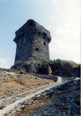 Tour de Nonza ou de Torra - Italiano:   La torre che sovrasta il paese di Nonza in Corsica, di epoca del controllo genovese