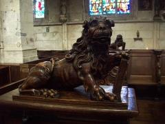 Eglise Notre-Dame-des-Arts - Français:   Lion des stalles provenant de l\'abbaye de Bonport. Le lion rappelle la fondation de l\'abbaye par Richard Cœur de Lion.