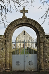 Eglise Saint-Génard - Français:   Église Saint-Génard, entrée du cimetière