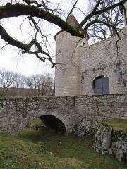 Château d'Andelot - Français:   Vue du pont menant à l'entrée du château.