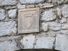 Château d'Andelot - Français:   Médaillon en pierre au dessus de l'entrée.