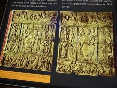 Eglise Notre-Dame - Français:   Plaques en ivoire mérovingiennes décorant l'évangile carolingien dit de Saint-Lupicin