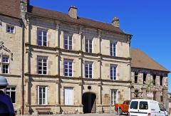 Maison ou Hôtel Bretons-d'Amblans - Français:   L\'hôtel Pusel à Luxeuil-les-Bains et l\'hôtel Bretons-d\'Amblans à doite.