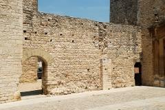 Remparts - Français:   France - Gard - Saint-Laurent-des-Arbres - Remparts - Mur avec maçonnerie en arête-de-poisson