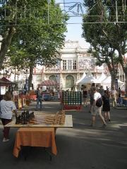 Théâtre -  Games at the Occitan festival in the Allée Paul Riquet in Béziers.