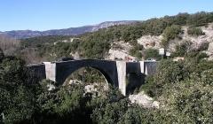 Pont de Saint-Etienne d'Issensac - English:   Saint-Etienne d\'Issensac bridge, Brissac, Hérault, France.