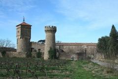 Ancien prieuré dit  château  de Cassan - Français:   Vue extérieure du château de Cassan à Cassan, France