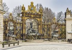 Ensemble formé par la place Stanislas, la rue Héré et la place de la Carrière - Français:   Nancy - Place Stanislas - Grille - coté musée des beaux arts