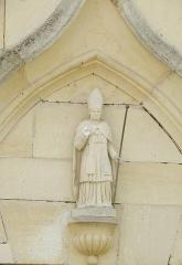 Eglise - Français:   Église Saint-Brice de Villotte-devant-Louppy: statue de St-Brice au-dessus de la porte d'entrée de l'église