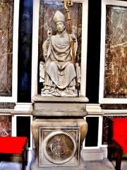 Abbaye - Français:   Statuette de Saint Nicolas, dans l\'église de Remiremont. Vosges
