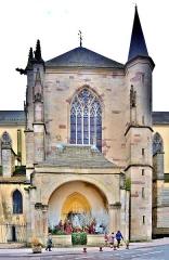 Abbaye - Français:   Aspect extérieur du transept nord, de l\'église Notre-Dame de Remiremont. Vosges