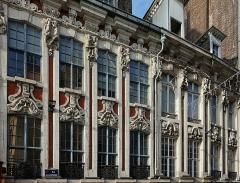 Immeubles - Français:   Façades des maisons 1 à 5 rue de la Bourse à Lille.
