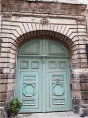 Hôtel Harrouys - English:   Portail central de l'immeuble situé au n°14 rue du château, Nantes