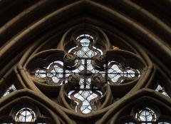 Cathédrale Saint-Julien - Français:   Quadrilobe d'une des baies du rez-de-chaussée de la costale orienta edu croisillon sud du transept de la cathédrale Saint-Julien du Mans (72). Remplages et détails sculptés.