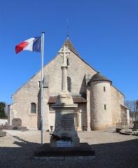 Eglise Saint-Martin - Français:   Monument aux morts et église Saint-Martin de Bézouotte (21).