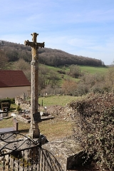 Croix - Français:   Croix près de l'église Saint-Martin de Corpoyer-la-Chapelle (21).