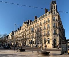 Hôtel de la Cloche - French Wikimedian, software engineer, science writer, sportswriter, correspondent and radio personality