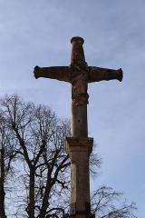 Croix - Français:   Croix au bourg de Gissey-sous-Flavigny (21).
