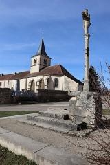Croix - Français:   Croix et extérieur de l\'église Saint-Martin de Gissey-sous-Flavigny (21).