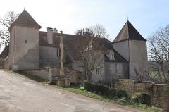 Croix - Français:   Extérieur du château d'Hauteroche (21).