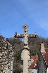 Croix - Français:   Croix située à proximité du château d'Hauteroche (21).
