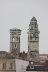 Cathédrale Saint-Vincent - Polski:   Saint-Laurent-sur-Saône - widok na wieże starej katedry św. Wincentego w Mâcon