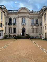Hôtel Senecé - French Wikimedian, software engineer, science writer, sportswriter, correspondent and radio personality