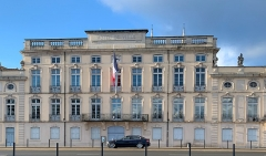 Hôtel de ville - French Wikimedian, software engineer, science writer, sportswriter, correspondent and radio personality