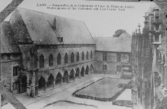 Ancien évéché et chapelle - Français:   issu d'une carte postale conservée à R>eims.