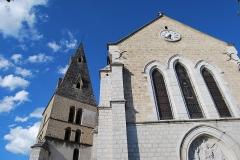 Eglise - Français:   Cette église a été construite sur le clocher de l\'ancien prieuré de La Buisse