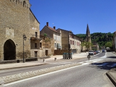 Eglise -  Crémieu (Isère)