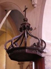 Eglise - Français:   Chaire: haut en forme de couronne.