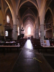 Eglise - Français:   Nef, depuis l\'entrée.