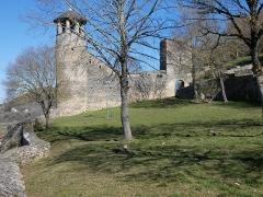 Tour de l'Horloge et tour carrée Saint-Hippolyte - Français:   Tour de l\'Horloge et tour carrée.