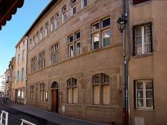Maison du 16e siècle dite maison des Lions - Français:   Montbrison, maison du 16e siècle avec une porte datée de 1587 située au numéro 14 de la rue Martin-Bernard.