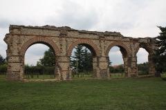 Aqueduc gallo-romain du Gier dit aussi du Mont-Pilat (également sur communes de Brignais, Lyon, Sainte-Foy-lès-Lyon, Mornant, Soucieu-en-Jarrest) - This image was uploaded as part of Wiki Loves Monuments 2011.